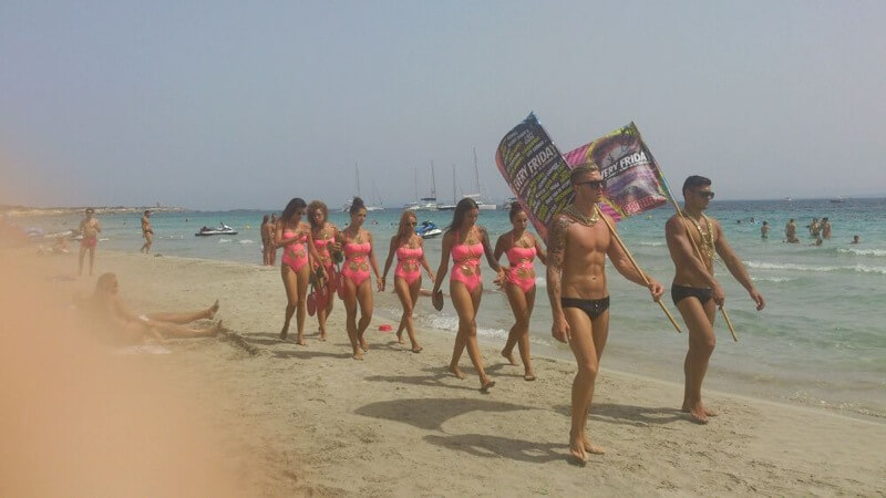 Una Playa Con Mucho 'dance'