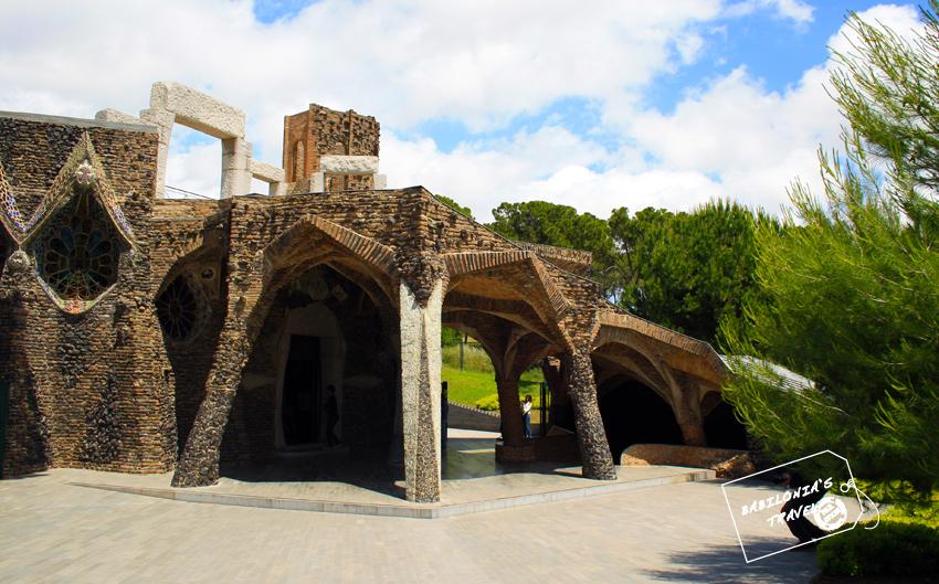 Fachada de la Cripta