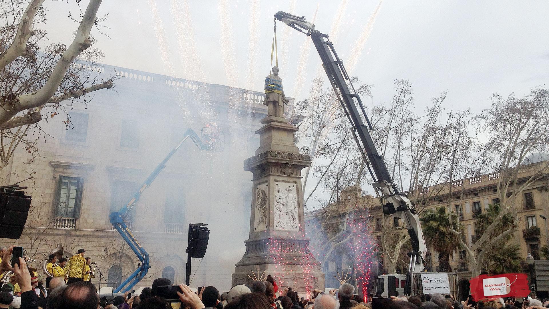 Cae La Escultura De Antonio López, El Viajero De Mirada Colonialista